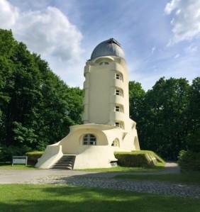 537b3546c07a80946d000079_ad-classics-the-einstein-tower-erich-mendelsohn_2-530x563