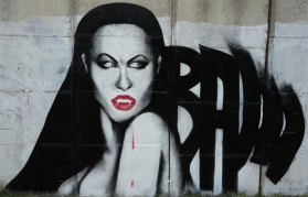 vampires_love_graffiti_by_rawgraff-d2yb4fx