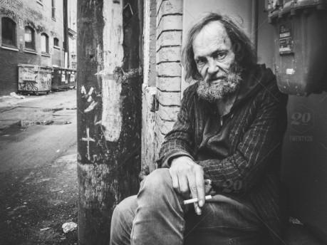 stock-photo-portrait-smoke-crack-poverty-urban-homeless-blackandwhite-streetphotography-addict-7645018e-95c9-4dd2-997d-1e3bf028c655